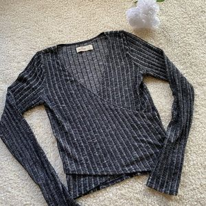 Hollister Small Heather Grey Long Sleeve Crop Top